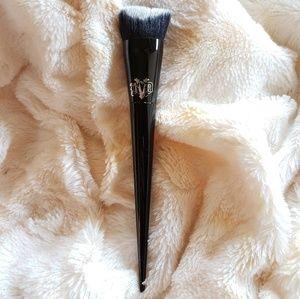 Kat Von D Lock-it Edge Foundation Brush 10